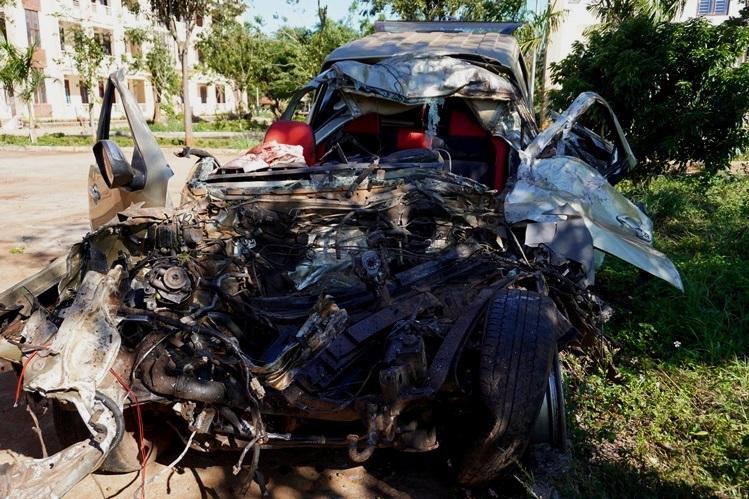 Hai ôtô tông trực diện, ba người chết - ảnh 1