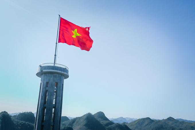 Hình ảnh quốc kỳ Việt Nam trong hành trình của VinFast