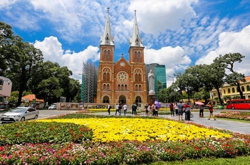 Một góc quảng trường trước nhà thờ Đức Bà. Ảnh: Quỳnh Trần.