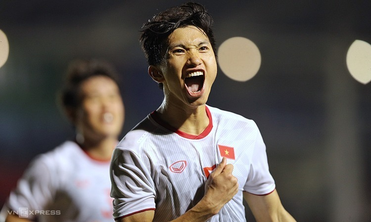 Văn Hậu không ghi bàn cho đến chung kết, nhưng tỏa sáng với cú đúp tối 10/12. Ảnh: Giang Huy.