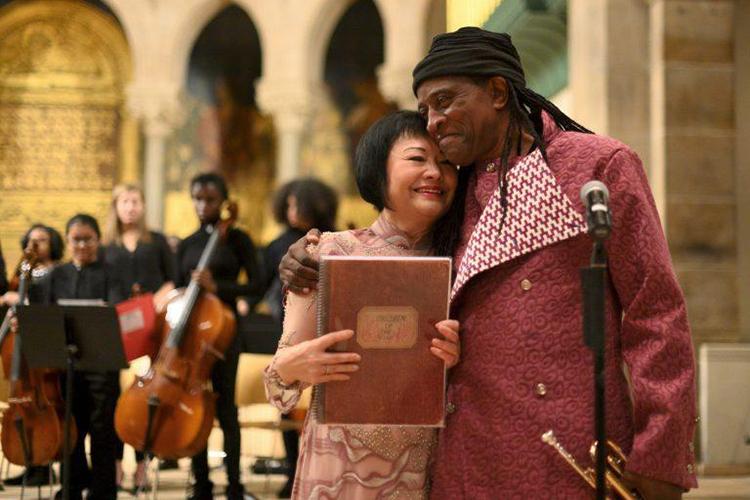 Nhạc sĩ Mỹ biểu diễn tác phẩm viết về Em bé Napalm - ảnh 3