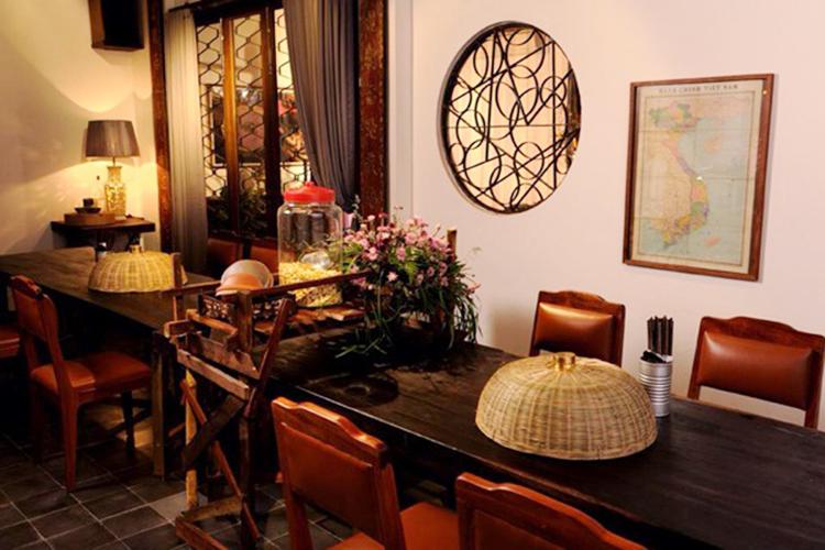 Vợ chồng cựu Tổng thống Obama ăn cơm ở Sài Gòn - ảnh 1