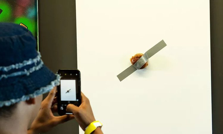 Sandwich dán tường giá hơn 120.000 USD - ảnh 1