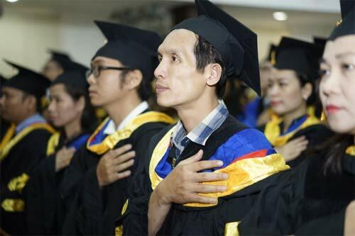 Chương trình đào tạo 100% bằng tiếng Anh với đội ngũ giảng viên là các phó giáo sư, tiến sĩ hàng đầu ngành kinh tế tại Việt nam.