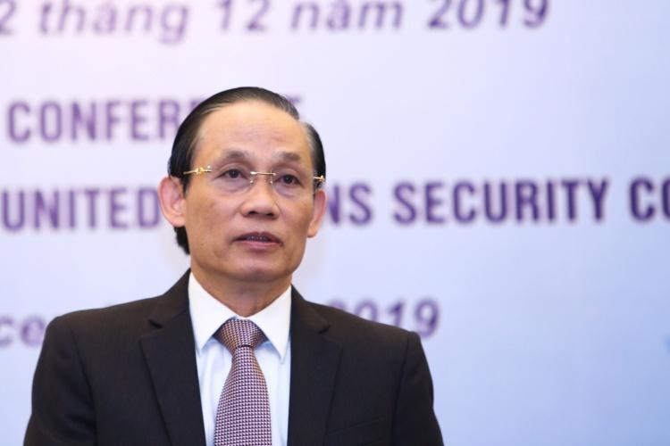 Thứ trưởng Ngoại giao Lê Hoài Trung trong họp báo sáng nay tại Hà Nội. Phạm Hà.