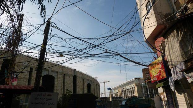 Trộm điện để sống sót - ảnh 1
