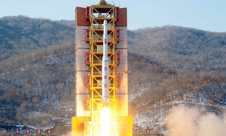 Tên lửa đẩy mang vệ tinh được Triều Tiên phóng đầu năm 2016. Ảnh: KCNA.