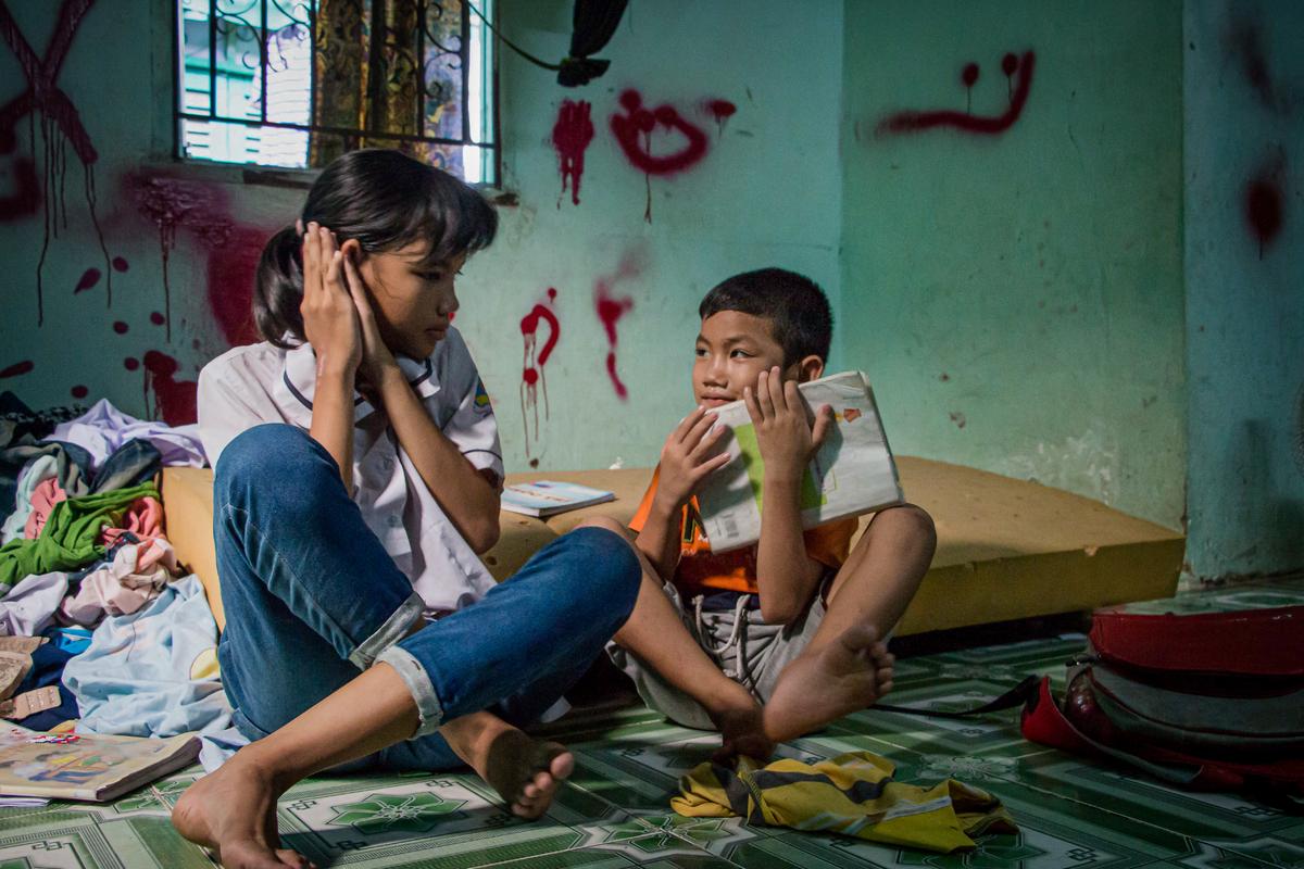 Những đứa trẻ nhập cư sợ Tết về - VnExpress
