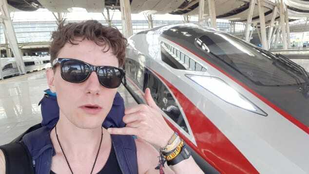 Roger Tyers đi tàu từ Anh đến Trung Quốc thay máy bay. Ảnh: CNN