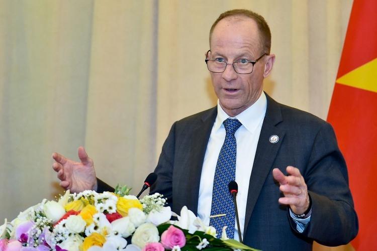 Trợ lý Ngoại trưởng Mỹ Stilwell trong Lễ khởi động kỷ niệm 25 năm bình thường hoá quan hệ ngoại giao Việt - Mỹ hôm nay tại Hà Nội. Ảnh: BNGVN.