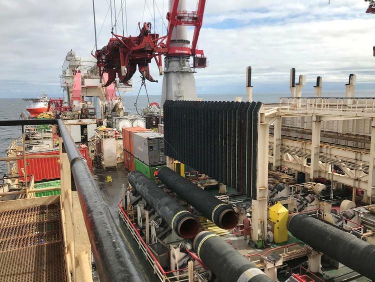 Tàu lắp đặt đường ống dẫn khí trong dự án Nord Stream 2 ở biển Baltic hôm 13/9. Ảnh: Reuters.