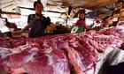 Gia đình tôi chuyển sang ăn cá, gà khi giá thịt lợn tăng cao