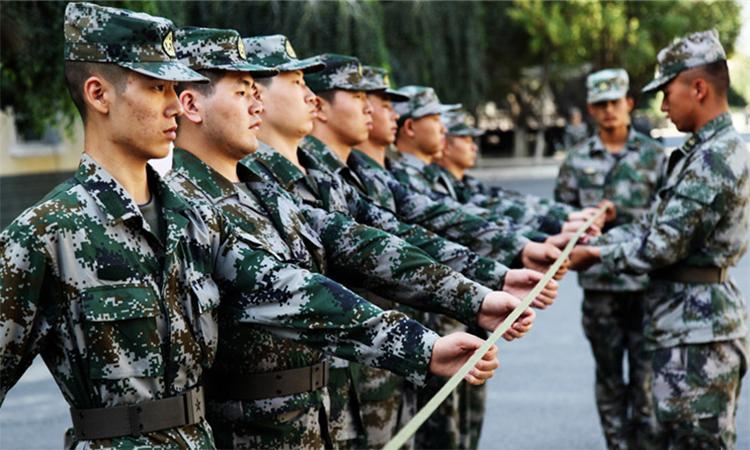 Tân binh Trung Quốc tập đội hình đội ngũ. Ảnh: PLA.