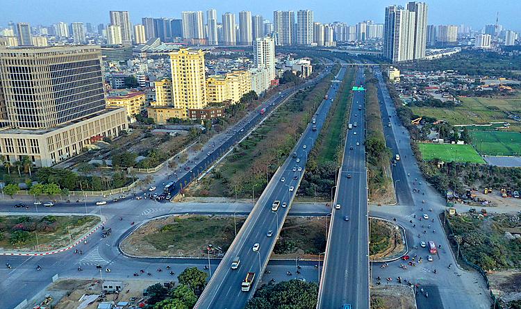 Đường gom Đại lộ từ đoạn từ nút giao với đường Lê Quang Đạo về trung tâm Thành phố được hoàn thiện, tuy nhiên chưa được kẻ vạch phân làn.Ảnh;Giang Huy
