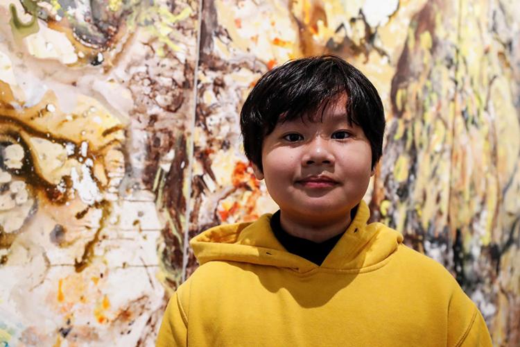 Xèo Chu tại Phòng trưng bày George Berge ở New York hôm 18/12, trước khi khai mạc triển lãm. Ảnh: Reuters