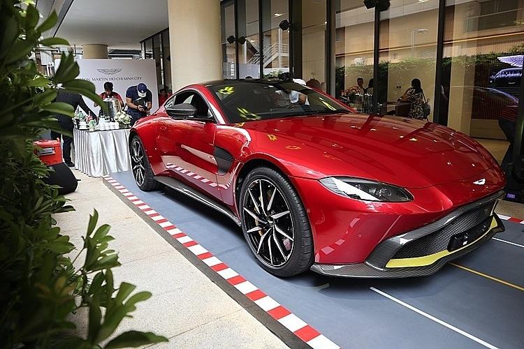 Mẫu Aston Martin Vantage trong buổi khai trương showroom chính hãng ở TP HCM. Ảnh: Thành Nhạn