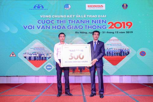 5. Công ty Honda Việt Nam trao tặng 500 MBH đạt chuẩn cho Thành Đoàn Đà Nẵng