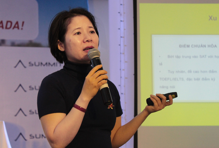 Bà Trần Phương Hoa chia sẻ xu hướng mới trong du học Mỹ và Canada. Ảnh: Tú Anh