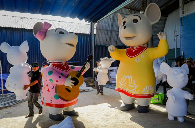 Mô hình đàn chuột sắp ra đường hoa Nguyễn Huệ