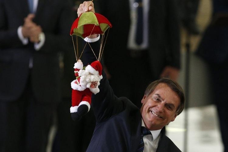 Tổng thống Bolsonaro trong bữa tiệc Giáng Sinh với nhân viên ở Phủ Tổng thống hôm 19/12. Ảnh: AP.