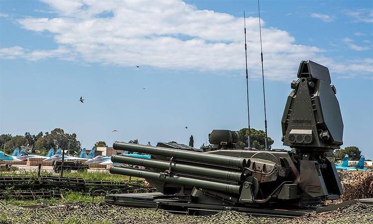 Tổ hợp pháo - tên lửa phòng không Pantsir của Nga tại căn cứ không quân Khmeimim, Syria. Ảnh: TASS.