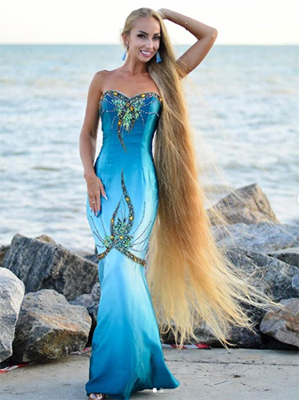 Alena và mái tóc dài 1,8 mét. Ảnh: Instagram/alenuwka_longhair