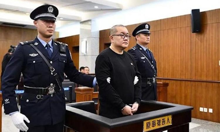 Sun Xiaoguo tại phiên xét xử ở Tòa án Nhân dân cấp cao tỉnh Vân Nam hôm 23/12. Ảnh: Southern Weekly.