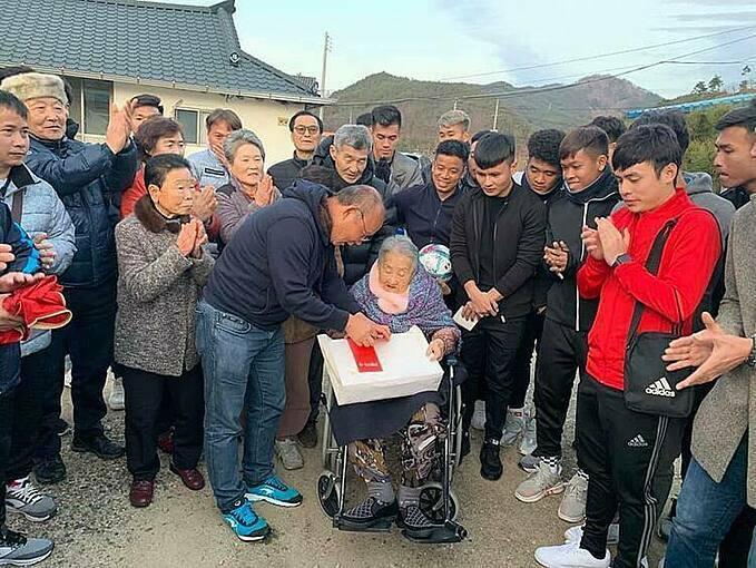 U23 Việt Nam nhận mưa lời khen khi tập huấn ở Hàn - ảnh 1