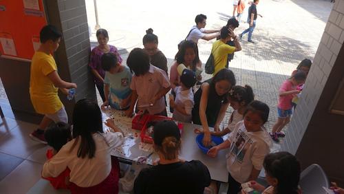 Quang cảnh nhộn nhịp của lễ hội Giáng sinh tại Trường Quốc Tế Singapore Nam Sài Gòn ngày 14/12.