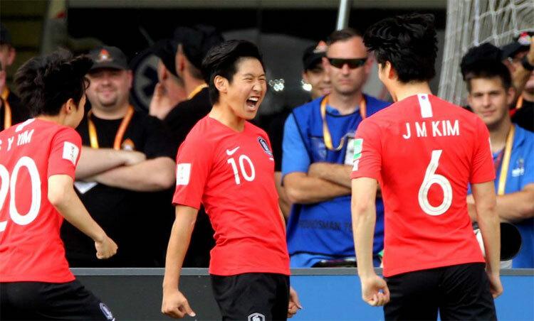 Lee Kang In (giữa) là một sản phẩm của lò đào tạo Valencia. Ảnh: Reuters