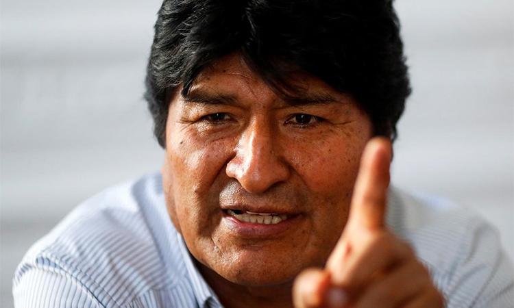 Cựu tổng thống Bolivia Evo Morales trả lời phỏng vấn ở Buenos Aires, Argentina ngày 24/12. Ảnh: Reuters.