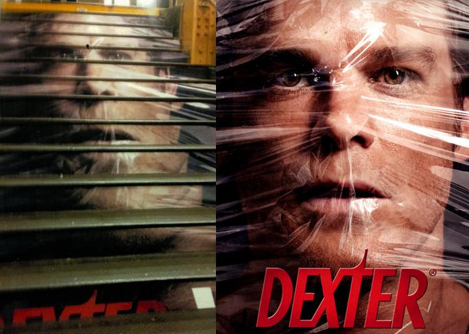 Poster trên cầu thang (trái) và poster nguyên gốc. Ảnh: Rehan Nazrali.