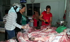 Thịt heo rớt giá không phải lỗi của người nông dân