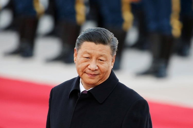 Chủ tịch Trung Quốc Tập Cận Bình trong lễ đón Tổng thống Brazil Jair Bolsonaro bên ngoài Đại lễ đường Nhân dân ở Bắc Kinh ngày 25/10. Ảnh: Reuters.