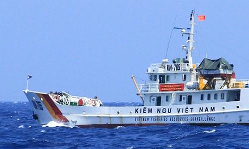 Tàu Kiểm ngư Việt Nam làm nhiệm vụ chấp pháp trên biển. Ảnh:Nguyễn Đông.