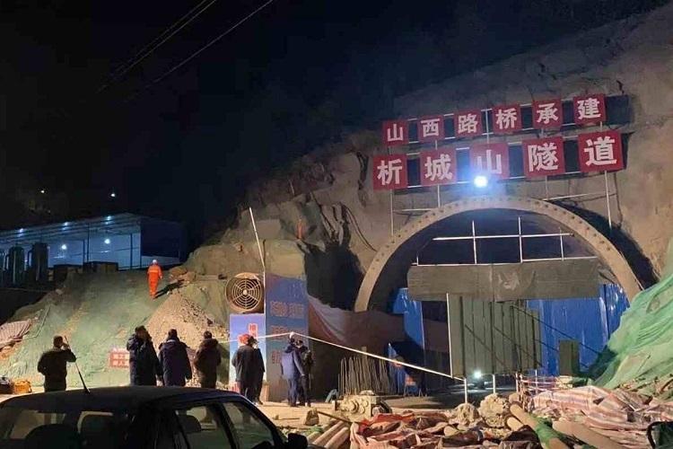 Hiện trường vụ sập hầm cao tốc ở tỉnh Sơn Tây, Trung Quốc hôm 30/12. Ảnh: CGTN.