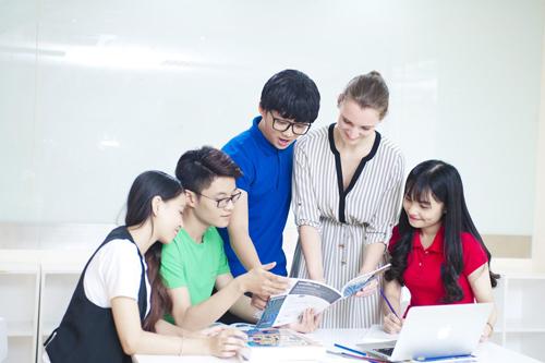 Không chỉ có các lớp dành cho trẻ em, thiếu niên từ 4 - 15 tuổi, VUS còn có các lớp cho sinh viên, người lớn đi làm.