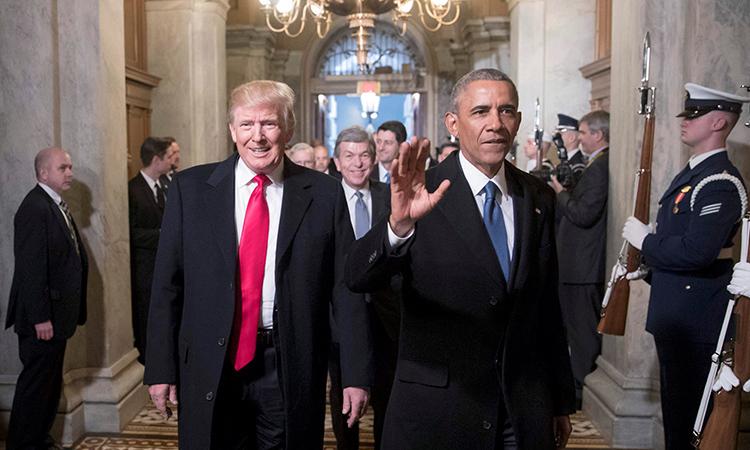 Tổng thống Mỹ Trump và cựu tổng thống Barack Obama (phải) tại lễ nhậm chức của ông Trump ở Washington D.C ngày 20/1/2017. Ảnh: Reuters.