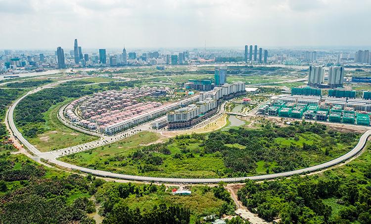 Đại lộ vòng cung - một trong 4 tuyến đường chính của Khu đô thị mới Thủ Thiêm. Ảnh: Quỳnh Trần