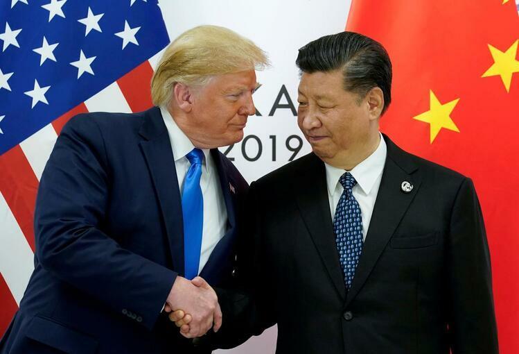 Tổng thống Mỹ Donald Trump bắt tay Chủ tịch Trung Quốc Tập Cận Bình tại thượng đỉnh G20 ở Osaka, Nhật Bản hôm 29/6. Ảnh: Reuters.