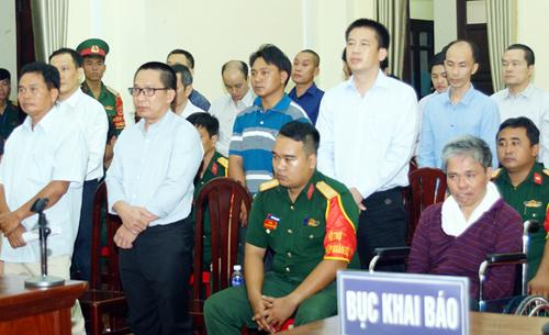 Các bị cáo tại tòa. Ảnh: Tòa án quân sự Quân khu 7.