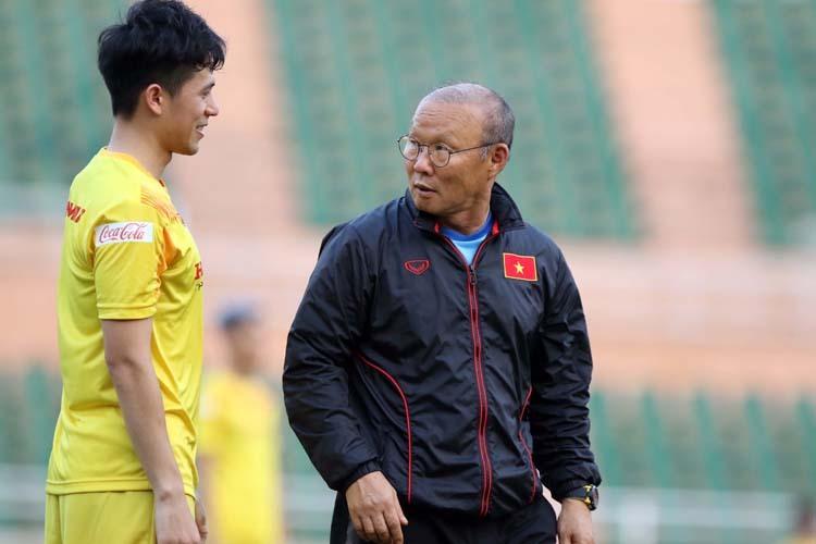HLV Park Hang-seo đặt rất nhiều kỳ vọng vào Trần Đình Trọng cho vị trí trung vệ.