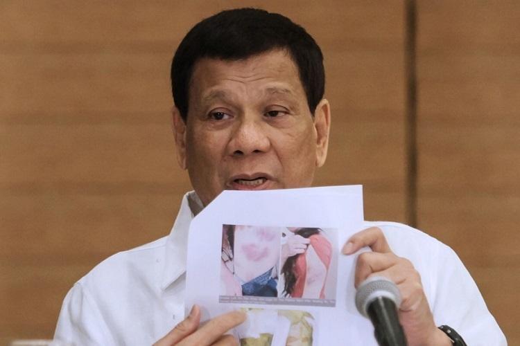 Tổng thống Duterte chia sẻ bức ảnh nạn nhân bị chủ lao động Kuwait bạo hành hồi tháng 2/2018. Ảnh: AFP.