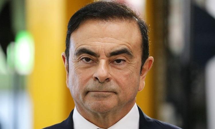 Cựu chủ tịch Nissan Carlos Ghosn trong chuyến thăm một nhà máy ở Pháp tháng 11/2018. Ảnh: AFP.