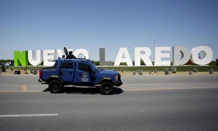 Cảnh sát tuần tra bằng xe bọc thép tại thành phố Nuevo Laredo, Mexico ngày 13/4/2019