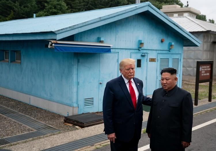 Trump - Kim gặp nhau ở Khu Phi quân sự liên Triều hồi tháng 6. Ảnh: NYTimes.