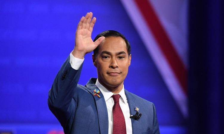 Ứng viên tổng thống đảng Dân chủ Julian Castro tại một sự kiện ở Los Angeles tháng 10/2019. Ảnh: AFP.