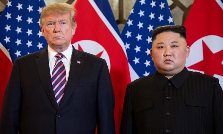 Tổng thống Mỹ Donald Trump và lãnh đạo Triều Tiên Kim Jong-un tại hội nghị thượng đỉnh ở Hà Nội hồi tháng 2/2018. Ảnh: Reuters.