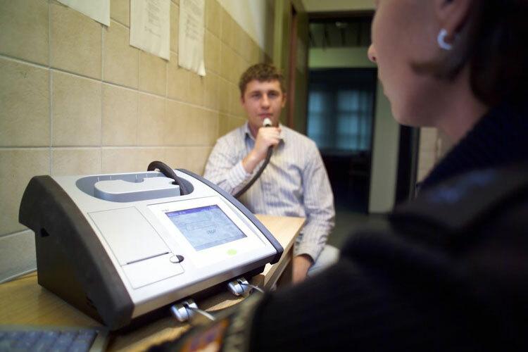 Loại máy thổi đo nồng độ cồn trong máu tại đồn cảnh sát. Ảnh: Joseph Bernard Attorney.