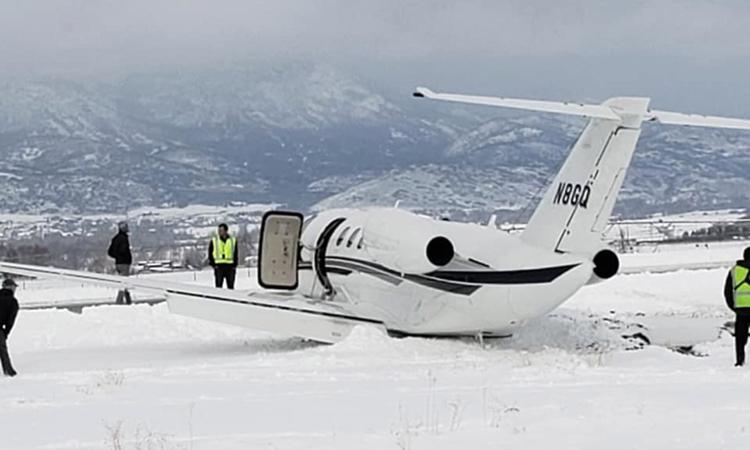 Hiện trường máy bay trượt khỏi đường băng tại sân bay thành phố Heber, bang Utah hôm 2/1. Ảnh: NY Post.